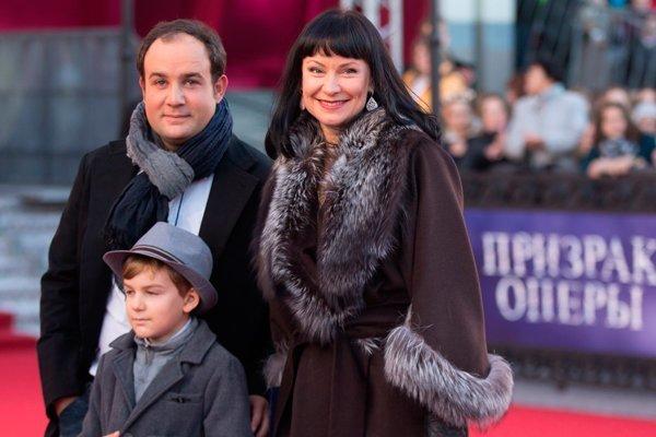У супругов родился сын Илья, сейчас ему 11 лет звезды, знаменитости, любовные отношения звезд, неравный брак