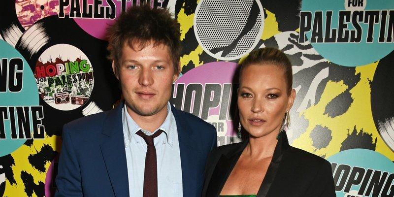 44-летняя модель встречается с 31-летним Николаем фон Бисмарком звезды, знаменитости, любовные отношения звезд, неравный брак