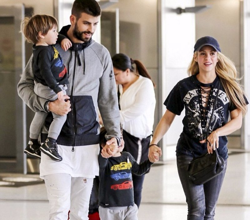 7. Жерар Пике - 31-летний футболист и муж 41-летней певицы Шакиры звезды, знаменитости, любовные отношения звезд, неравный брак
