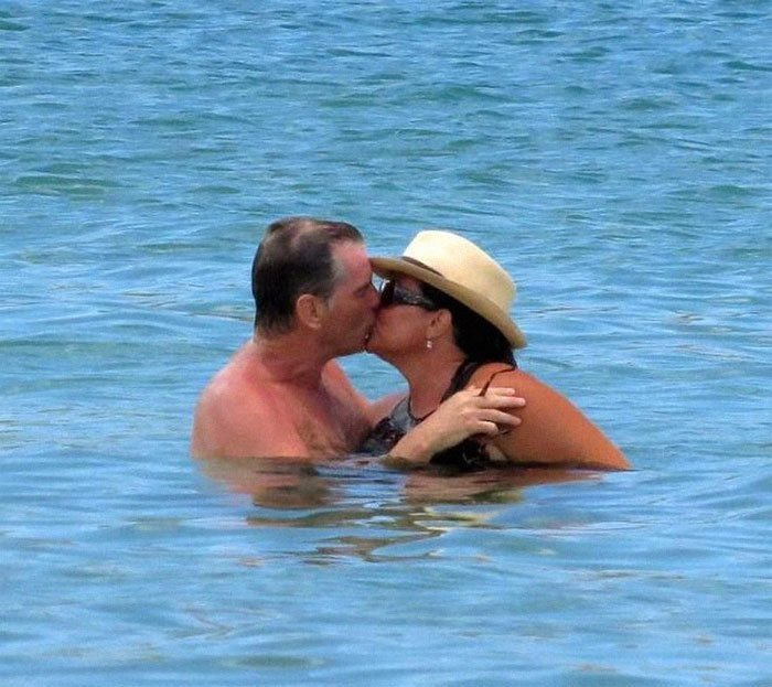 25 лет вместе: фотографии Пирса Броснана с женой в честь годовщины их отношений Броснан, Любовь, актер, годовщина, звезды, знаменитости, пара, семья