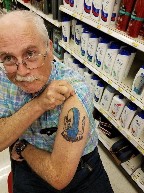 """30. """"Познакомился сегодня с этим чуваком в супермаркете. Ему 75 лет"""" вот это да!, всюду жизнь, забавные фотки, магазин, не верь глазам, странные фото, супермаркет, фото из соцсетей"""