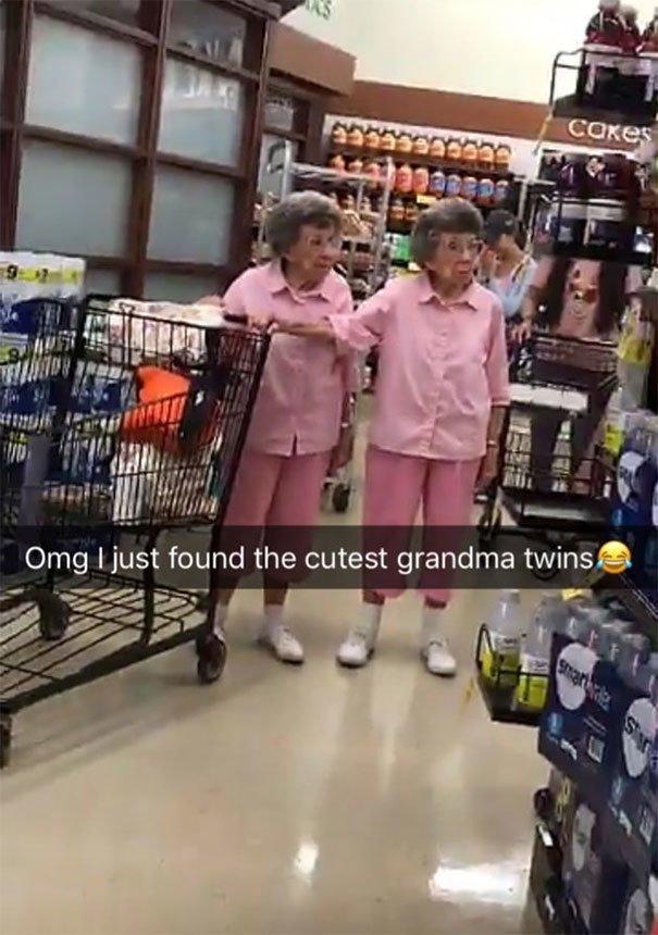 8. Самые милые в мире бабушки-близнецы вот это да!, всюду жизнь, забавные фотки, магазин, не верь глазам, странные фото, супермаркет, фото из соцсетей