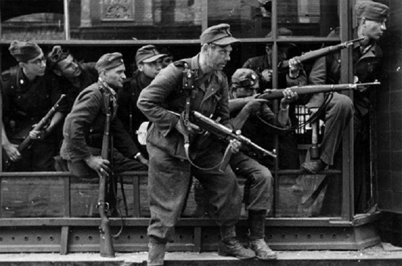 Против повстанцев немцы бросили даже казаков. варшавское восстание, вов, история