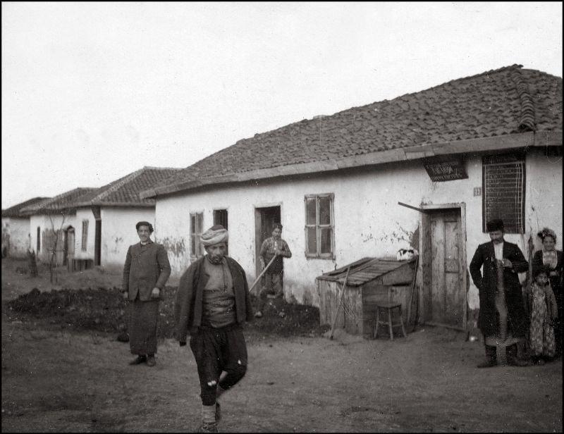 Различные типы одежды на одной фотографии ХХ век, балканы, болгария, история, начало века, фотография