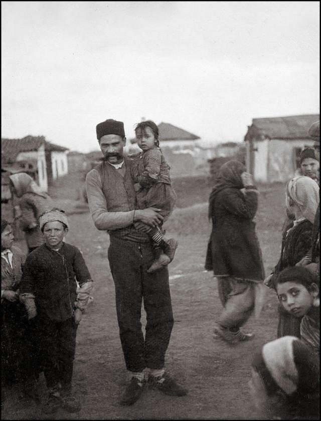 На руках у отца ХХ век, балканы, болгария, история, начало века, фотография
