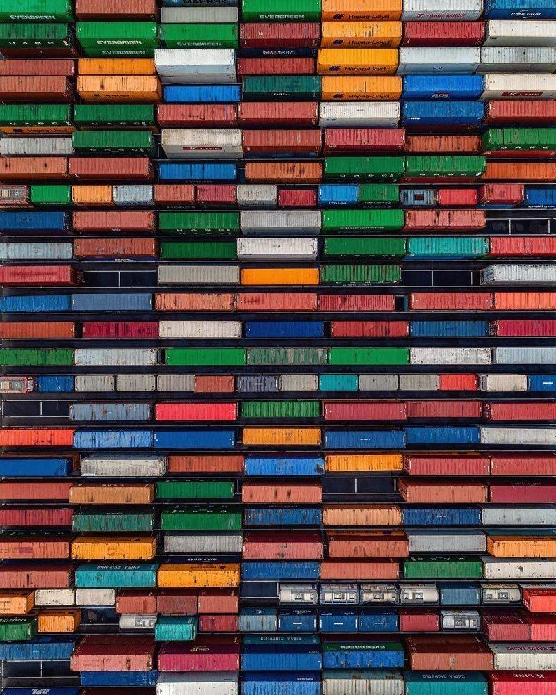 «Тетрис» из грузовых контейнеров дроны, фото с высоты, фотографии с дронов, фотография