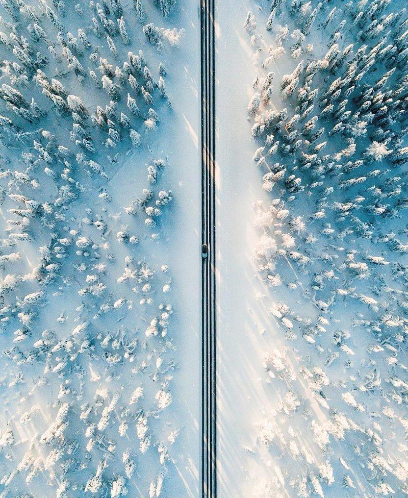 Заснеженная дорога в Финляндии дроны, фото с высоты, фотографии с дронов, фотография