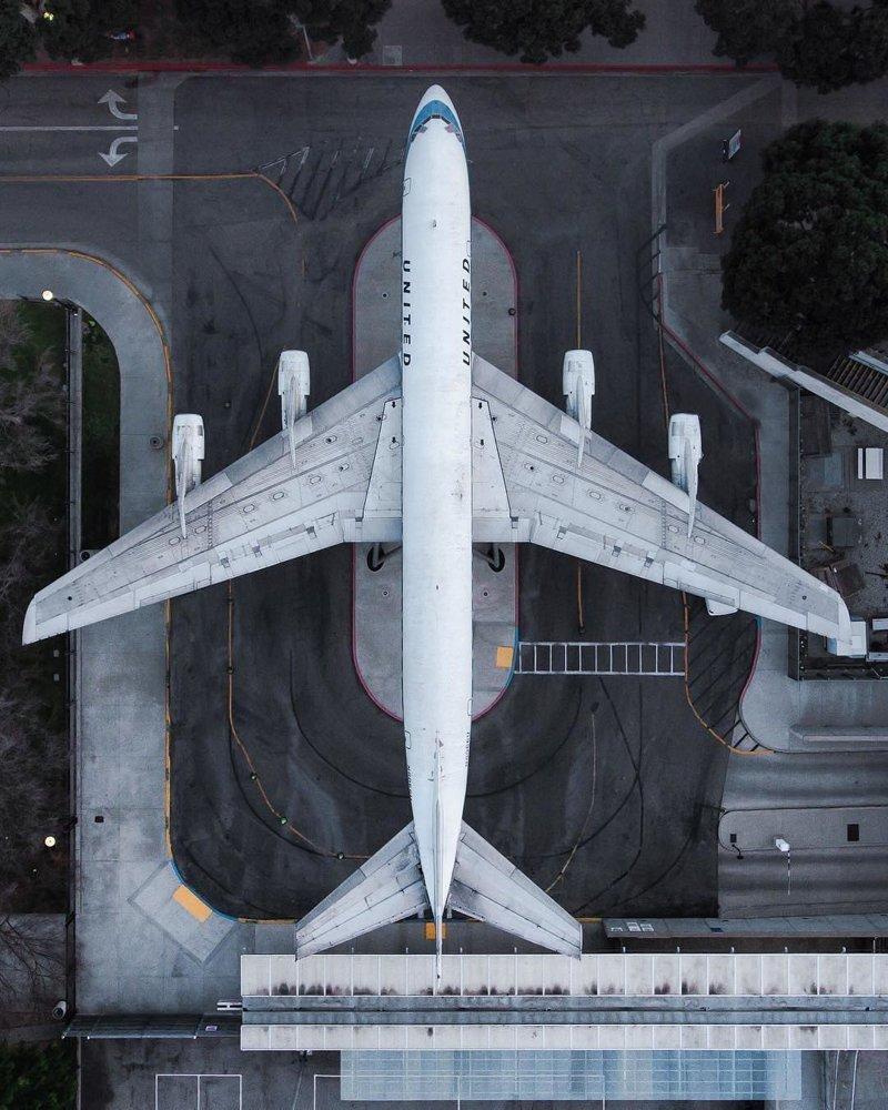 Нечасто можно посмотреть на самолёт сверху дроны, фото с высоты, фотографии с дронов, фотография