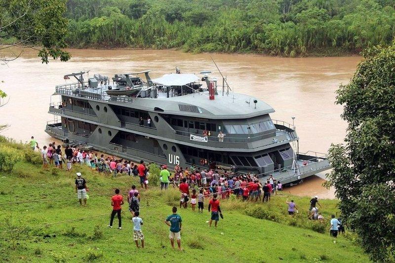 9. В Бразилии существуют корабли-госпитали, которые заплывают в отдалённые деревни, чтобы предоставить их жителям бесплатную медицинскую помощь в мире, добро, истории, люди, позитив, фото