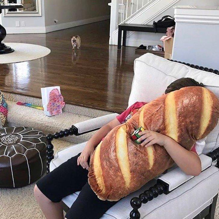 Подушка для тех, кто очень любит хлебушек в мире, вещи, дизайн, дизайнер, идея, креатив, прикол