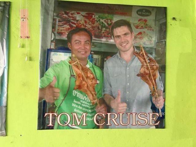 Этот парень прикинулся Томом Крузом, и теперь его фото висит на стене ресторана в мире, знаменитости, люди, обман, похожи, спутали
