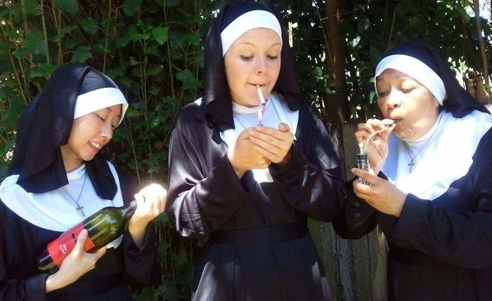 Современные монахини не далеко ушли от своих предшественниц Монастырь, Монахини, интересное, отдых, служители бога, фото, юмор