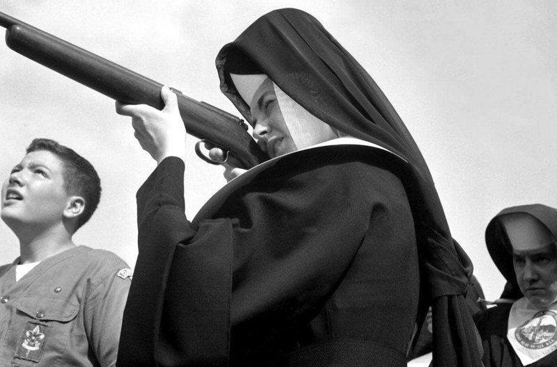 Они даже учатся стрелять! Монастырь, Монахини, интересное, отдых, служители бога, фото, юмор