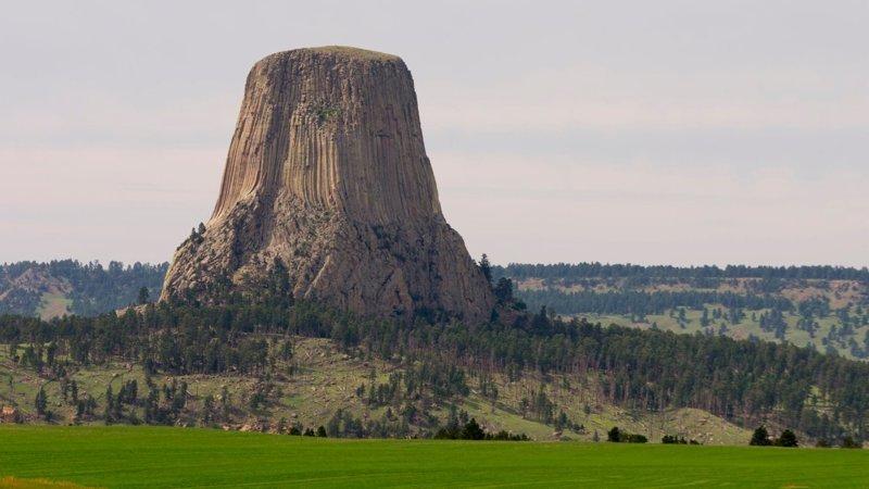 """15. """"Башня дьявола"""" в Вайоминге, США  интересно, планета земля, природа, удивительное рядом, факты о земле, факты о нашей планете"""