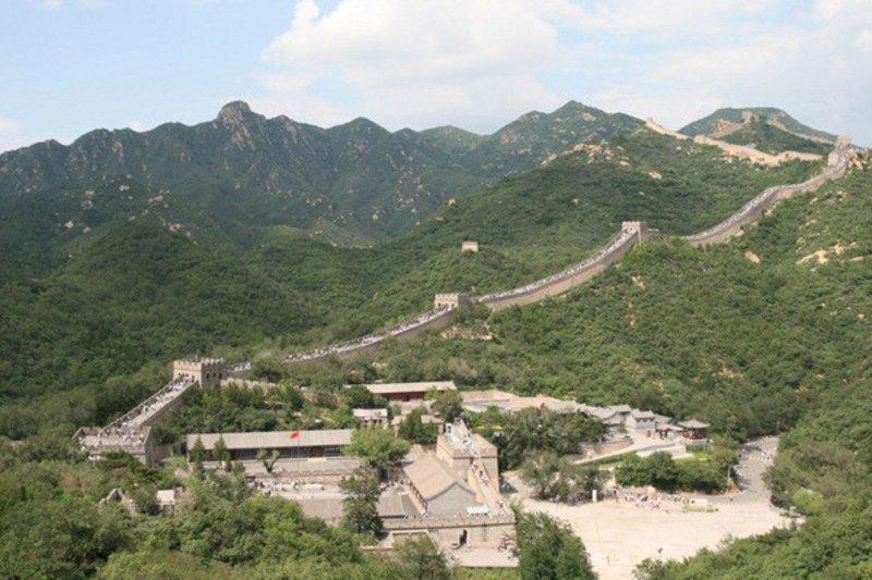 Участок обрушился после нескольких недель сильных дождей в Северном Китае, однако местные критики обвиняют в случившемся некачественную работу строителей. ynews, Великая китайская стена, в мире, достопримечательности, инциденты, китай, новости