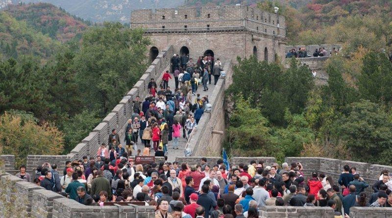Китайские власти прилагают усилия для восстановления участков стены для стимуляции туризма в регионах - но по предупреждениям экспертов, некачественный ремонт может нанести еще больший ущерб сооружению. ynews, Великая китайская стена, в мире, достопримечательности, инциденты, китай, новости