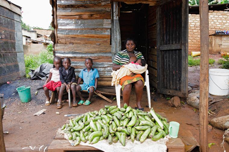 Уганда грудное вскармливание, интересно, кормление грудью, матери и младенцы, необычно, общество, рекламная кампания, фотопроект