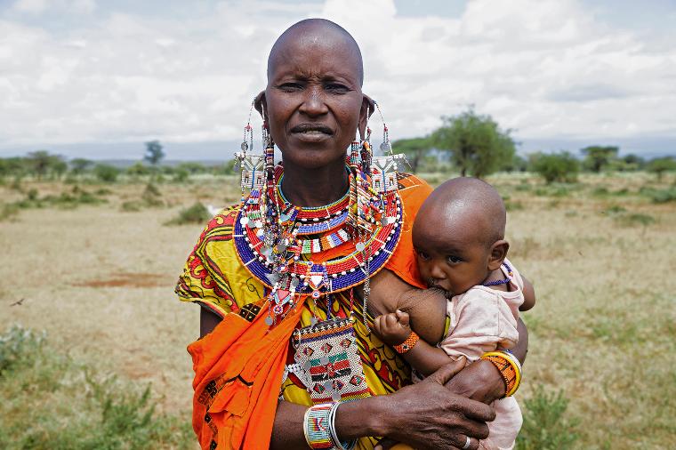 Кения грудное вскармливание, интересно, кормление грудью, матери и младенцы, необычно, общество, рекламная кампания, фотопроект