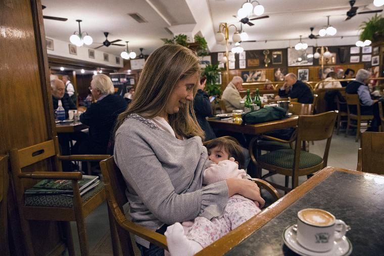 Аргентина грудное вскармливание, интересно, кормление грудью, матери и младенцы, необычно, общество, рекламная кампания, фотопроект