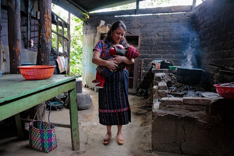 Гватемала грудное вскармливание, интересно, кормление грудью, матери и младенцы, необычно, общество, рекламная кампания, фотопроект
