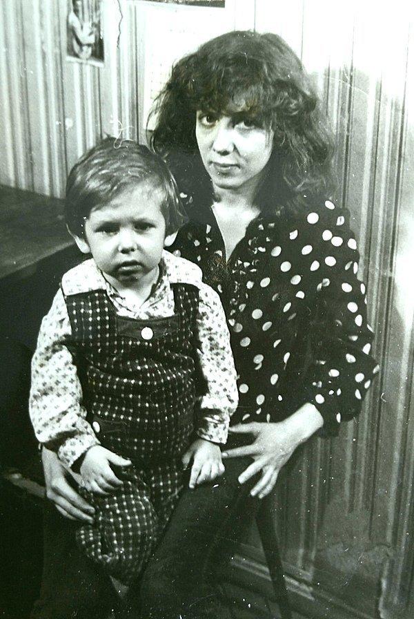 Наталья с сыном Евгением. Фото из личного архива Натальи Науменко. Майк Науменко, история, музыка