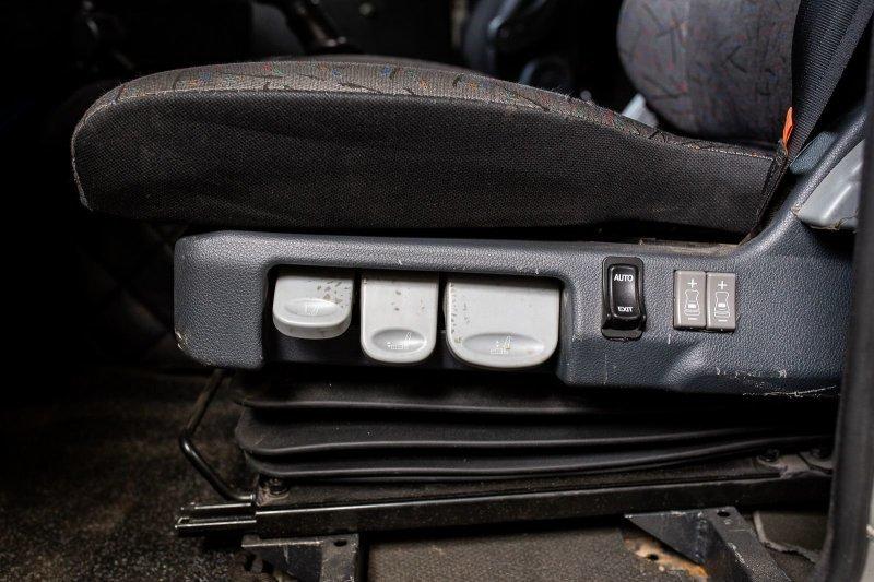 В кабине установлены сиденья с пневмоподвесом, что, судя по всему, является неким стандартом для такого рода техники. авто, внедорожник, газ, газ-66, грузовик, дом на колесах, кемпер, обзор