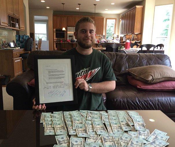 2. В 2001 году родители этого парня пообещали дать ему $1500, если он не будет курить, пить алкоголь и принимать наркотики до 21 года. Это его 21-ый день рождения! Забавные фото, забавно, пари, приколы, смешно, спор, фото, юмор