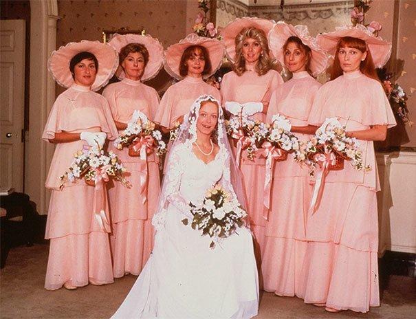 8. Подружка невесты, винтажные фото, мода, наряды, свадебные платья, свадебные снимки, смешное, юмор