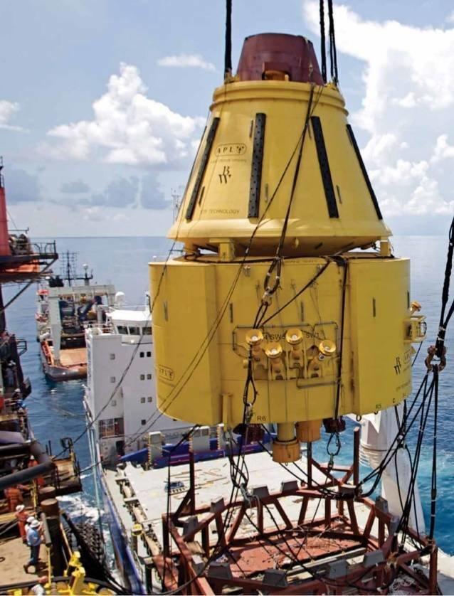 На фото сверхгрузоподъемное транспортное судно доставляет буй из Индонезии газовый флот, коммерческий флот, оффшорный флот, пассажирский флот, рыболовный флот, современный флот, танкерный флот, транспортный флот