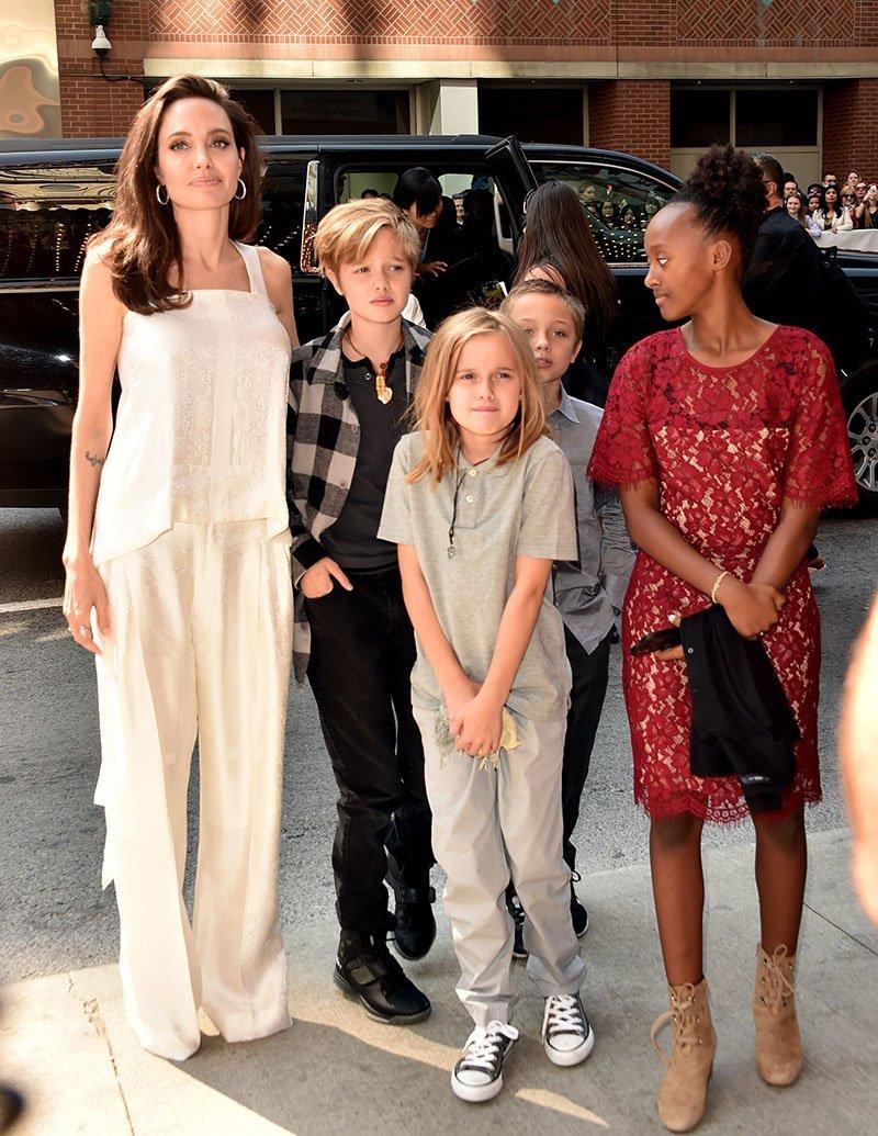 «Слишком много яда»: адвокат Анджелины Джоли хочет отказаться от сотрудничества с актрисой ynews, Джоли, дети, опека, питт, развод, усыновление
