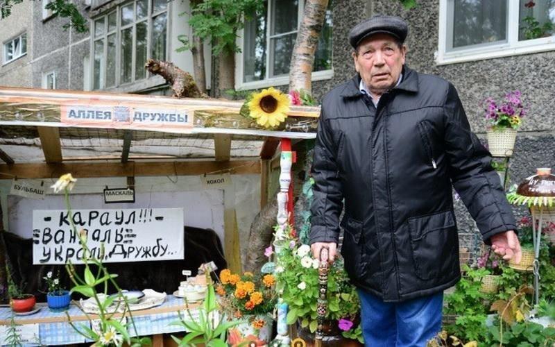 Мурманский пенсионер соорудил своеобразную «Аллею Дружбы» Аллея дружбы, в мире, вандалы, инсталляция, люди