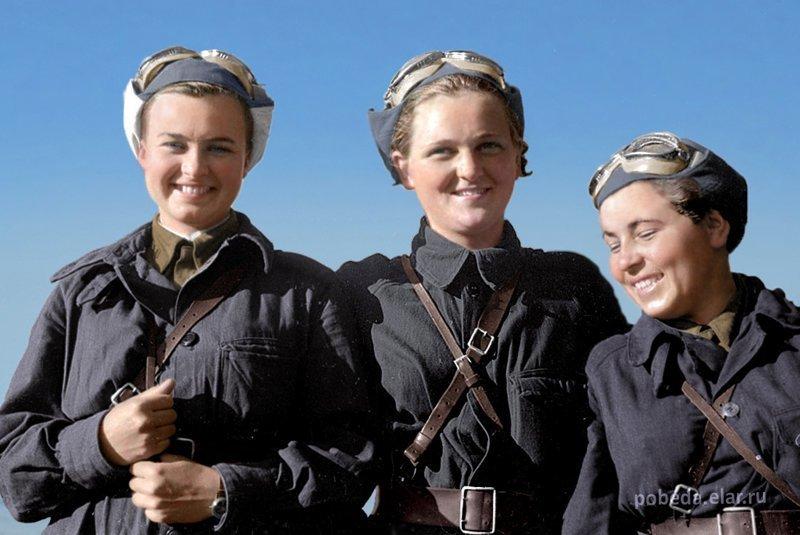 И эти девчушки – хохотушки, каждая из которых скинула на фашистов по 200 тонн авиабомб, за что немцы их прозвали ведьмами… На себя бы в зеркало посмотрели, убогие… война, история, наши женщины