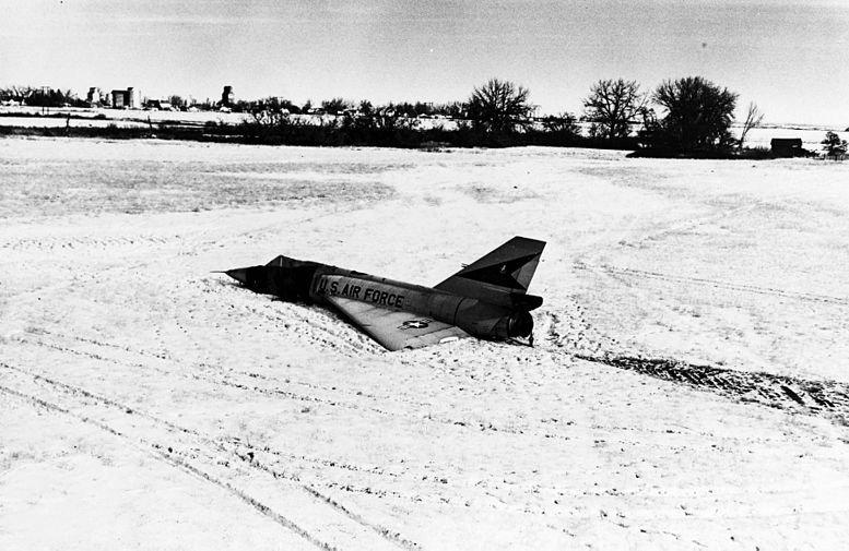 Кукурузный бомбардировщик Convair F–106 Delta Dart, Кукурузный, бомбардировщик