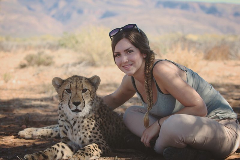 Красотка из Швеции нашла свой дом в африканской саване, где проживает рядом с гепардами Савана, в мире, гепард, девушка, животные, люди, природа