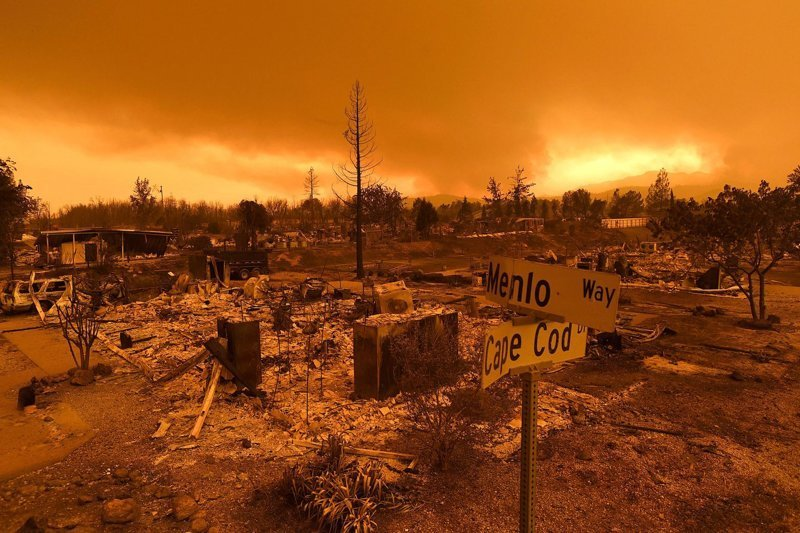Ужасающие кадры огненного торнадо, пронесшегося по Калифорнии калифорния, мир, огонь, пожар, природа, смерч, торнадо, фотография