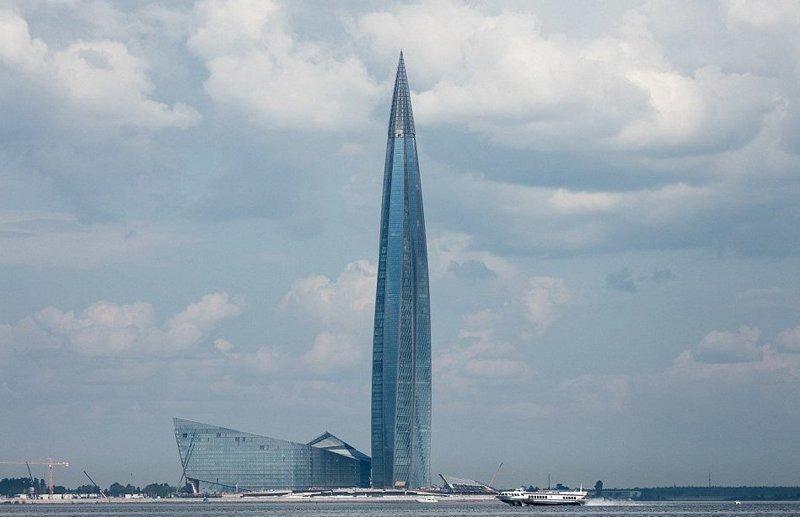 87-этажное здание закручивается на 90 градусов от основания до вершины ЛахтаЦентр, газпром, небоскреб, россия, санкт-петербург, строитель, фото
