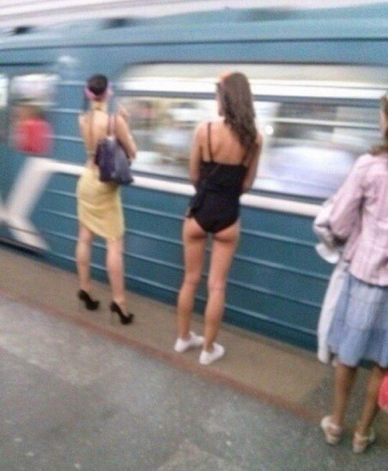 В траспорте девушки, подсмотрел, улица, фото, юмор