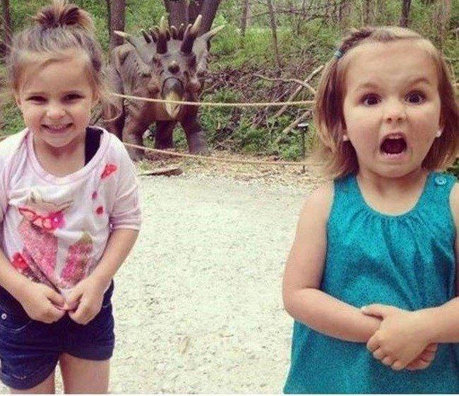 1. Такая разная реакция на динозавра. два типа, девушки, смелость, страх, типичная девушка, фото
