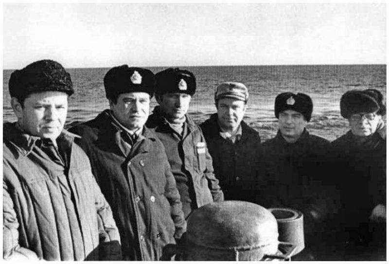Юрий Николаевич Кормилицин (слева) на мостике лодки проекта 877 биография, детство, интересное, конструкторы, ученые