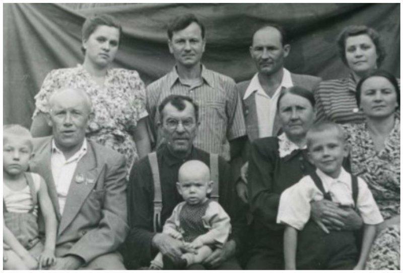 Николай Федорович Макаров (верхний ряд слева) с семьей биография, детство, интересное, конструкторы, ученые