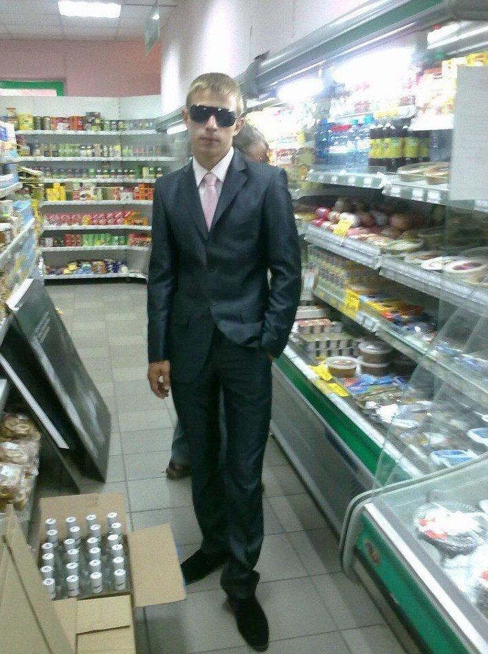 Примерно так и должен выглядеть директор сети супермаркетов деревня, прикол, челка, четкость, юмор