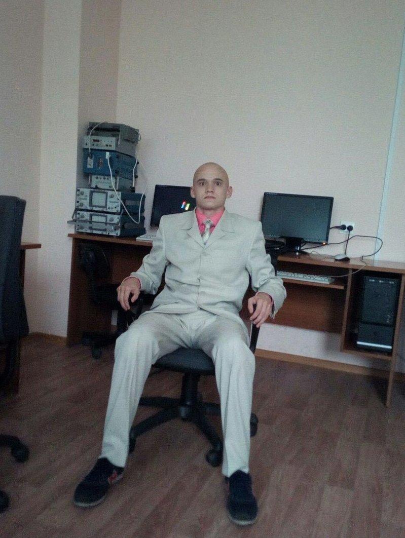 Лекс Лютор в офисе Метрополиса деревня, прикол, челка, четкость, юмор