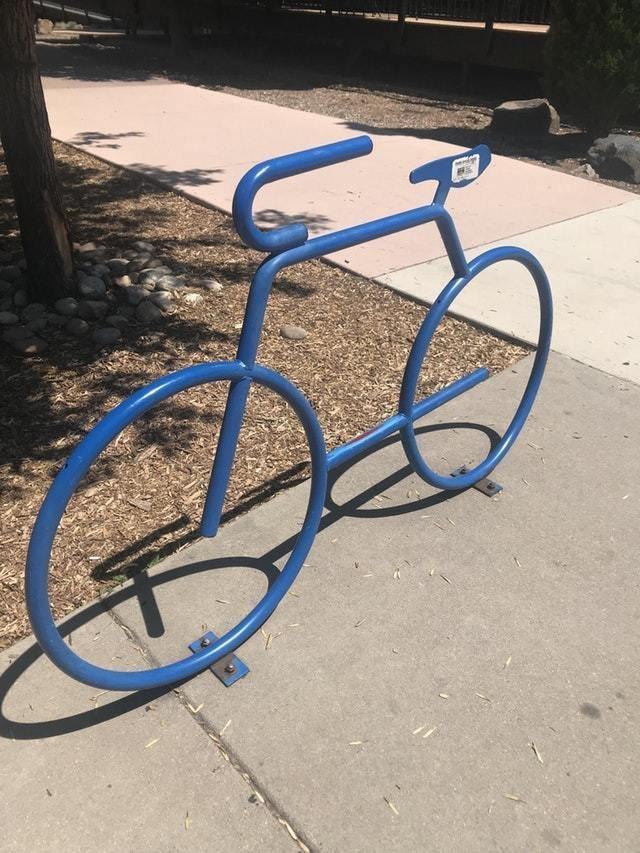 11. Велосипедная спарковка в виде велосипеда восхищение, гениально, дизайнер, идея, креатив, проект, фантазия