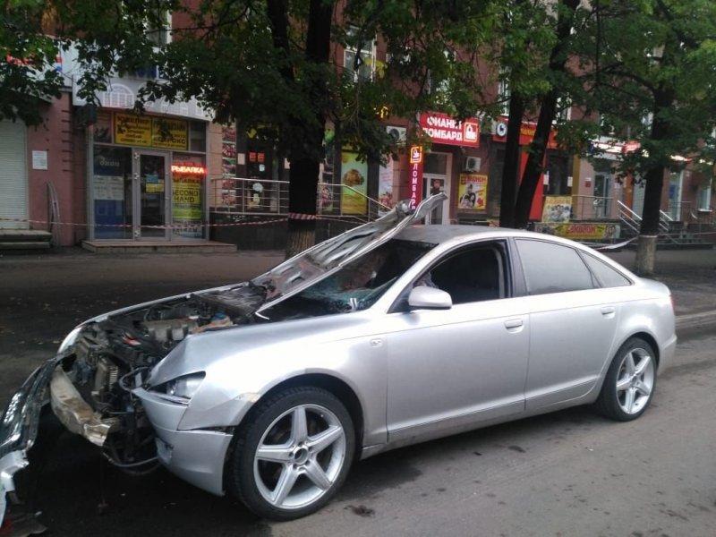 Авария дня. В Уфе автомобиль на большой скорости сбил пешехода авария, авария дня, авто, авто авария, видео, дтп, пешеход, смертельное дтп