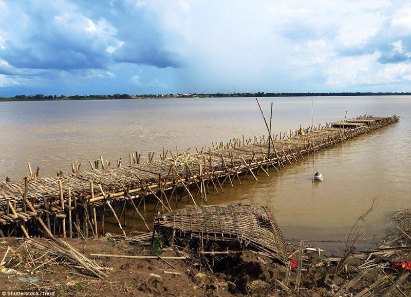 Ежегодный процесс постройки моста бамбук, в мире, камбоджа, конструкции, мосты, неожиданно, постройка, путешествия