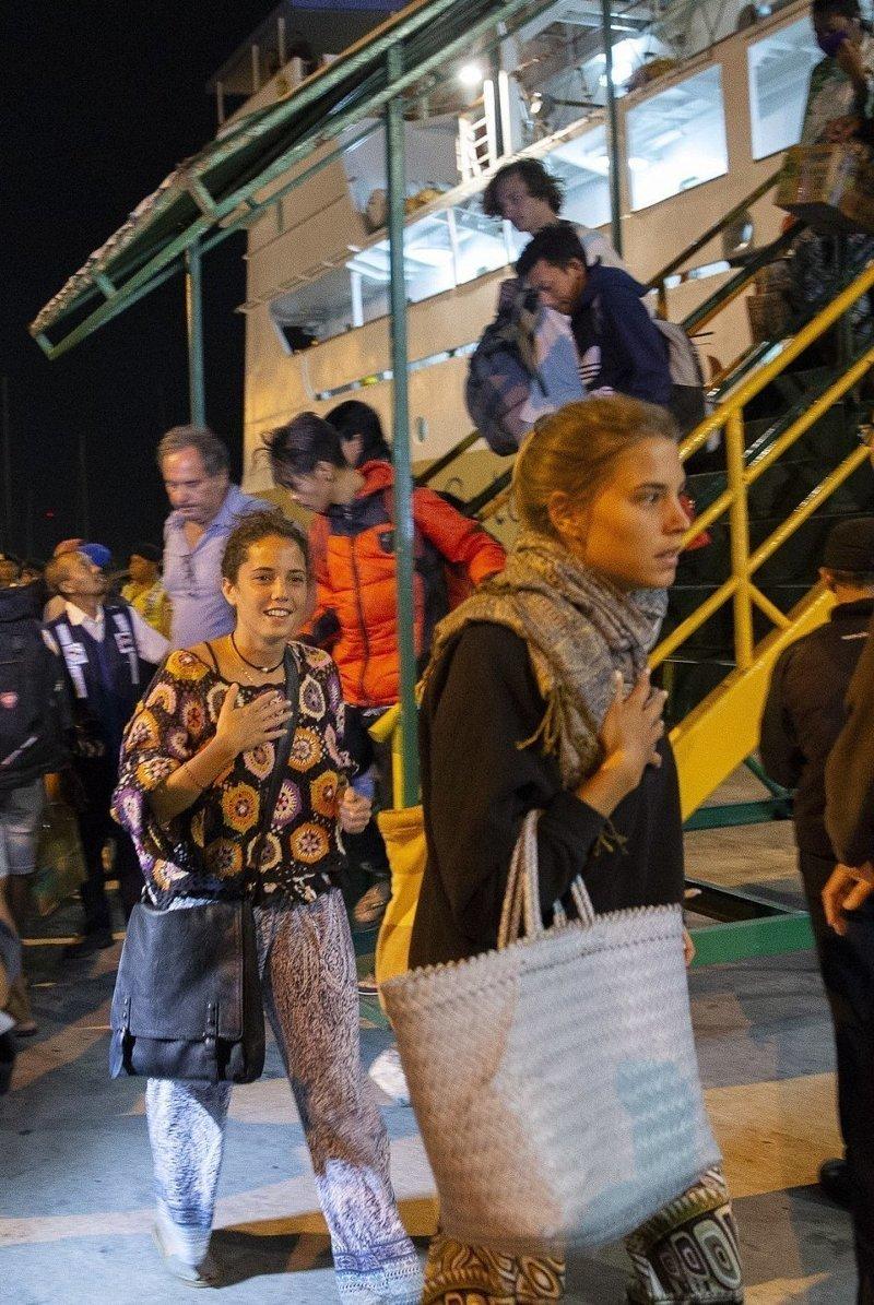 Около 2500 туристов эвакуировали с трех островов архипелага Гили на Бали Гили, землетрясение, индонезия, ломбок, мир, остров, эвакуация