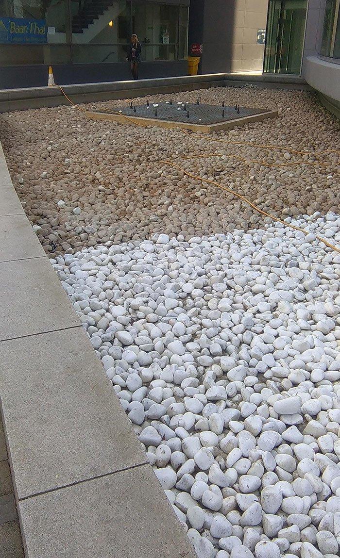 Двуцветный фонтан: половину камней помыли все сверкает, до и после, мойка, на уборку становись, результаты уборки, уборка, чистка, чистота залог здоровья