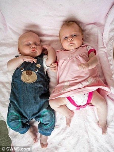 Женщина с двумя матками дважды забеременела и родила двоих детей ynews, беременность, двойня, дети, интересное, необычное, фото