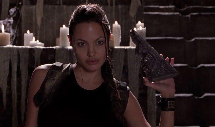 """2. """"Лара Крофт: Расхитительница гробниц"""" (2001) дыра, известные фильмы, интересно, кино, недочеты, познавательно, про кино, сюжет"""