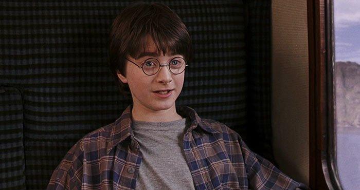 """15. """"Гарри Поттер и философский камень"""" (2001) дыра, известные фильмы, интересно, кино, недочеты, познавательно, про кино, сюжет"""